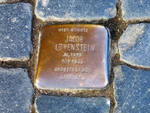 Jacob_Löwenstein_1873-1940,_Holocaust_victim_Arbeitslager_Liebenau,_Stolperstein_Celle_Zöllnerstraße_44 by Bernd_Schwabe_Wikipedia